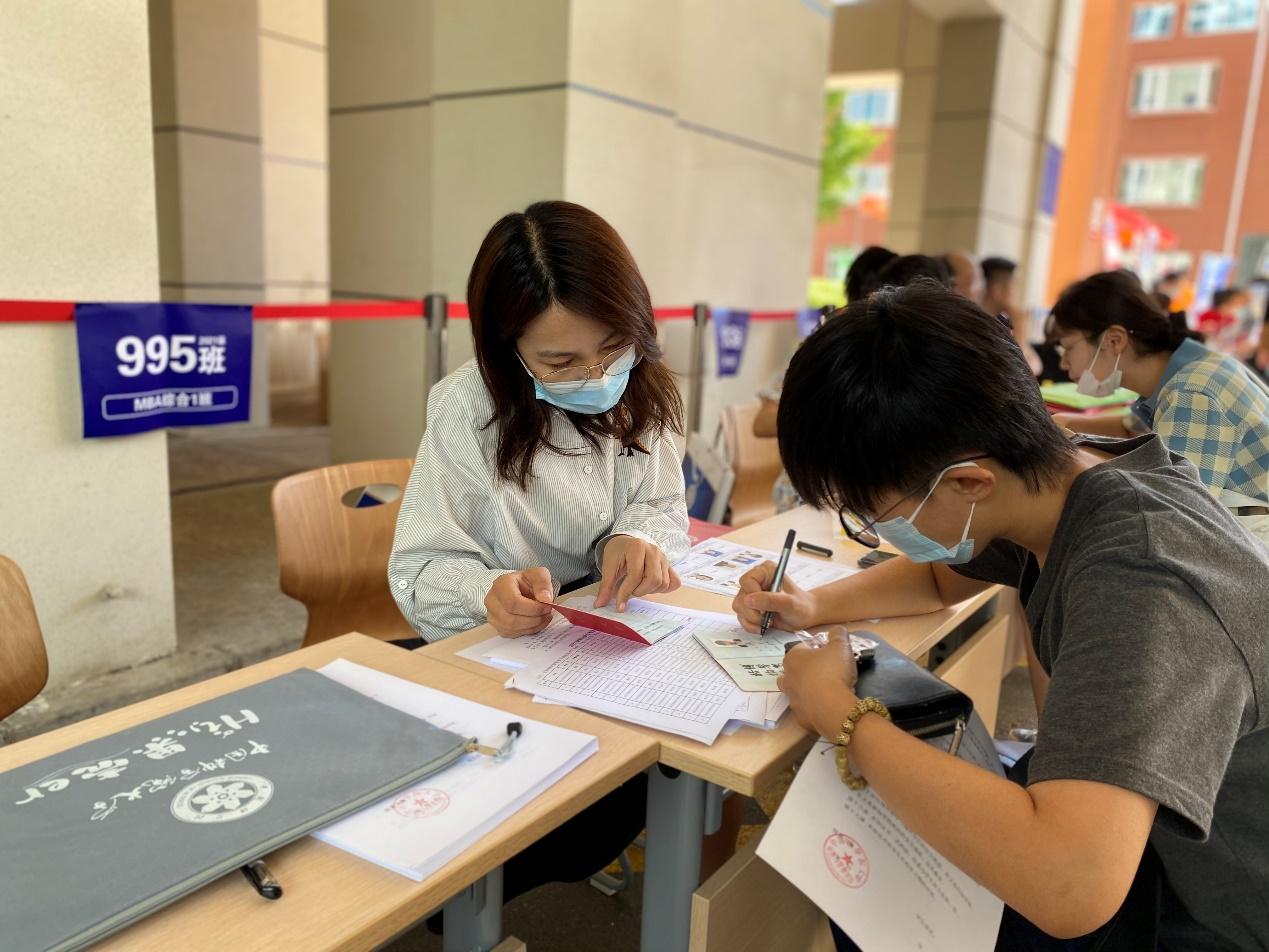"""一见倾""""新"""",廿廿不忘——记中国科学院大学2021级MBA新生报到"""